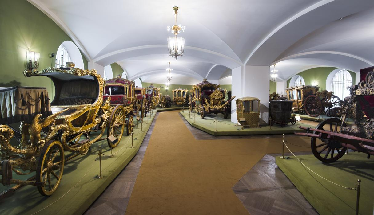Hall 9. Carriages of the 16th to 18th centuries.